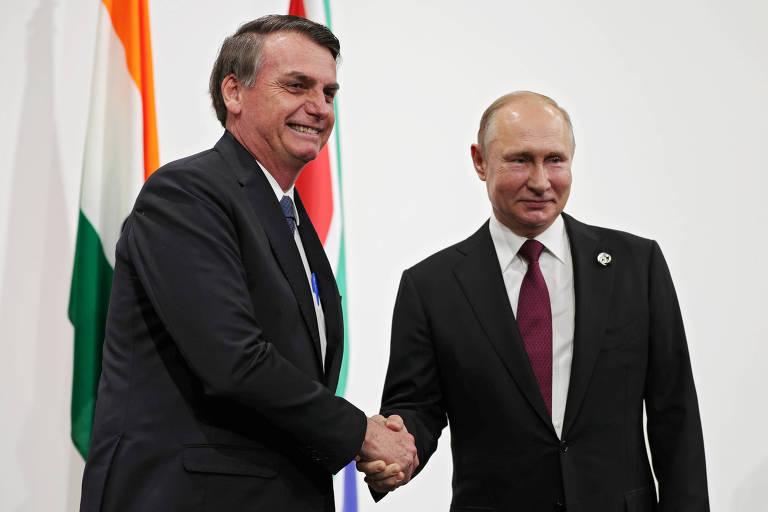 Os presidentes de Rússia, Vladimir Putin, à dir., e Brasil, Jair Bolsonaro, durante encontro dos Brics em Osaka, no Japão
