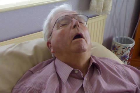 Homem roncando *** ****