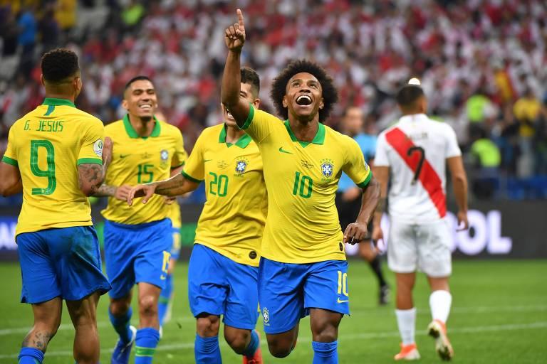 Willian comemora depois de marcar gol contra Peru