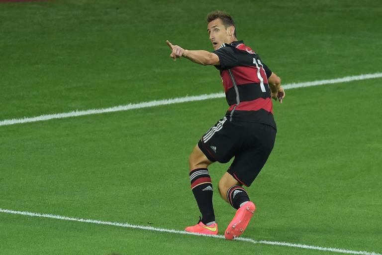 Miroslav Klose comemora gol durante o 7 a 1 contra o Brasil, em 2014; alemão fez 16 gols em Copas do Mundo