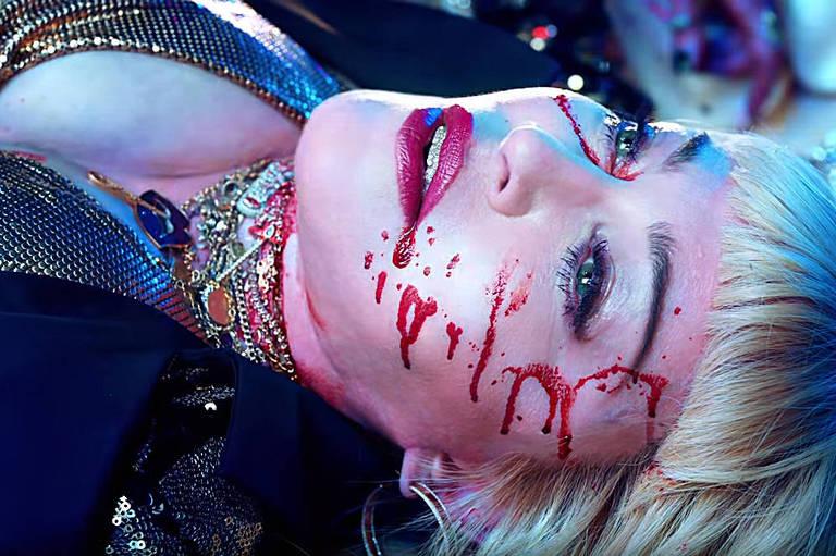 Madonna interpreta jovem morta em boate
