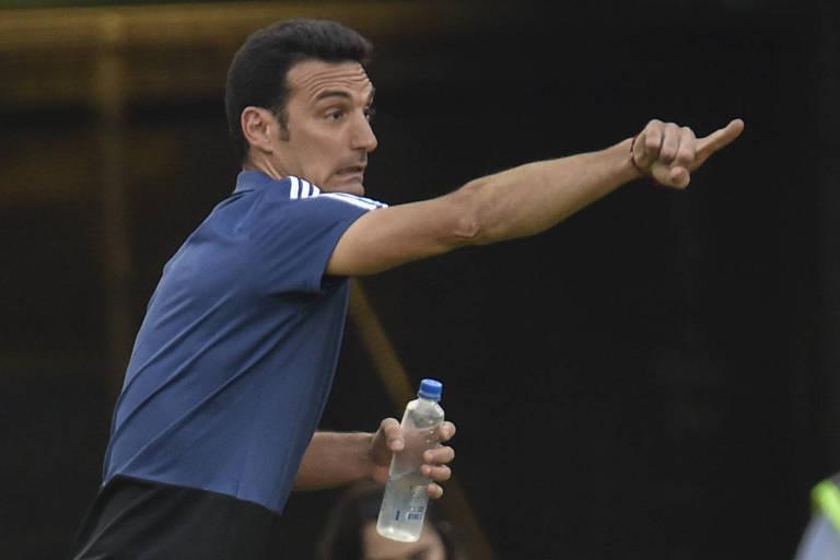 O treinador da Argentina, Lionel Scaloni, durante partida contra a Venezuela pela Copa América