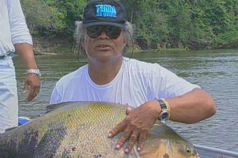 Laerte Alves com tambaqui de mais de 28 quilos, um recorde mundial da pesca