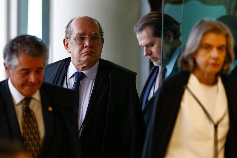 A ministra Cármen Lúcia, ao lado dos ministros Marco Aurélio Mello, Dias Toffoli e Gilmar Mendes durante sessão do STF