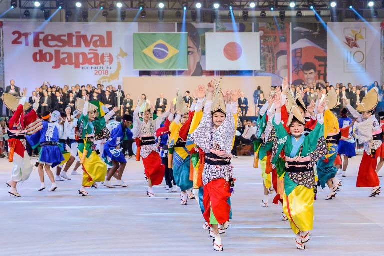 Apresentação durante o Festival do Japão