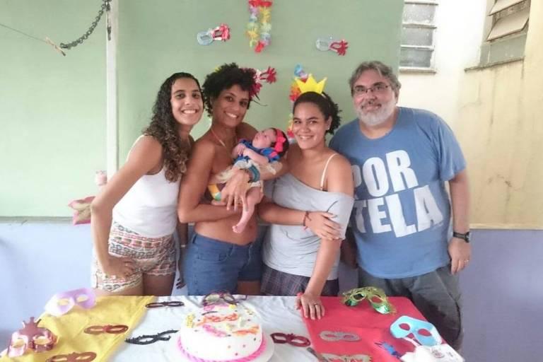Marielle no 'mesversário' da sobrinha Mariah, com a irmã Anielle à esquerda, a filha Luyara no centro e o ex-marido Edu