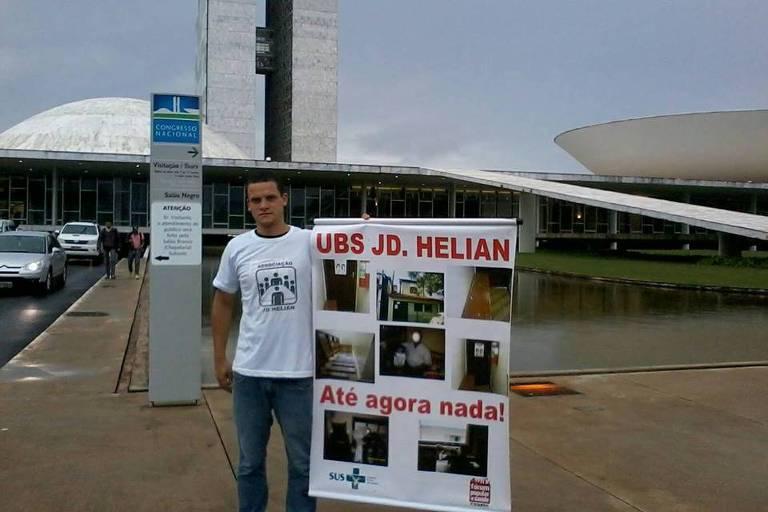 Rodrigos Martins dos Reis protesta contra precariedade de UBS do bairro