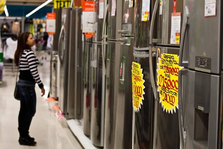Geladeira mais barata demora mais para se adequar a novo padrão de economia de energia, diz indústria