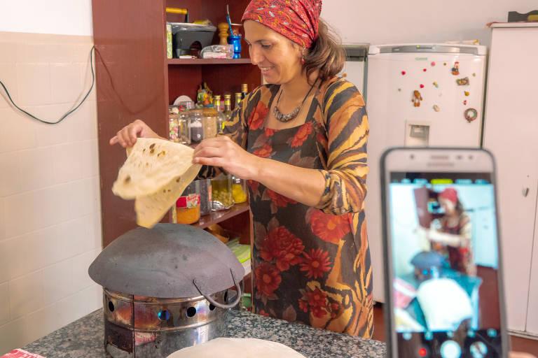 Programa Raízes na Cidade com refugiados e imigrantes