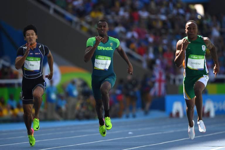 Vitor Hugo (ao centro) na prova dos 100 m rasos da Rio-2016