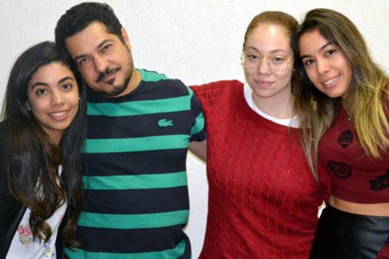 Gilberto e suas filhas Vitória Mayumi, Raquel Tiemi e Giulia Akemi
