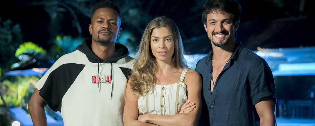 O trio de protagonista: Ramon (David Junior), Paloma (Grazi Massafer ) e Marcos (Romulo Estrela) em cena de