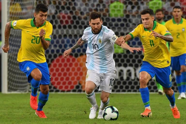 As eliminatórias sul-americanas, que começariam nos dias 26, 27 e 31 de março, foram adiadas. A Conmebol enviou um ofício à Fifa, argumentando que não seria possível garantir a logística adequada para a apresentação das seleções. A Fifa aprovou o adiamento