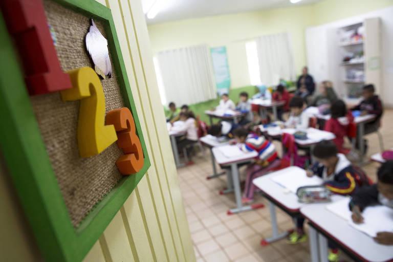 Alunos participam de aula na Escola Municipal Olívia dos Santos Feierabend, na zona rural de Monteiro Lobato (SP)