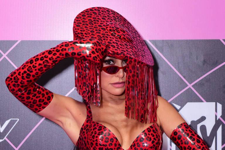 Sabrina Sato mostra look escolhido para apresentação do MTV MIAW
