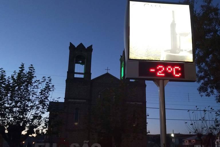 Termômetro registra -2º C em São Joaquim (SC), na manhã desta quinta-feira (4)