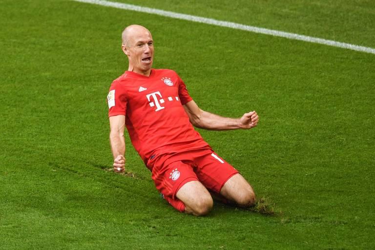 Robben comemora gol contra o Eintracht Frankfurt no dia de sua despedida do Bayern
