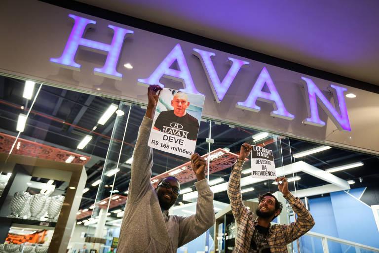 Manifestantes sem-teto protestam contra reforma da Previdência e Luciano Hang, dono das lojas Havan