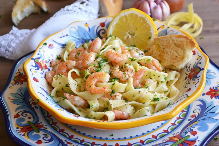 Fettucine com camarões é prato fresco e saboroso com ar de sofisticação