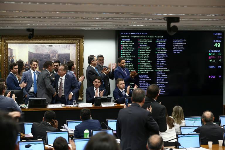 Comissão Especial da Reforma da Previdência aprova o texto base do relator deputado Samuel Moreira (PSDB-SP). O deputado Marcelo Ramos (PL-AM) preside a comissão.