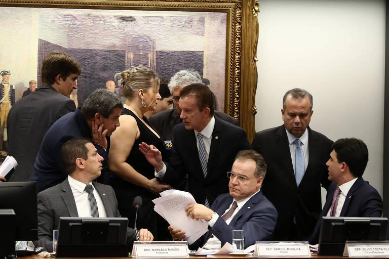 O deputado Marcelo Ramos (PL-AM) preside a comissão especial da reforma da Previdência na Câmara para votação do texto base do relator deputado Samuel Moreira (PSDB-SP)