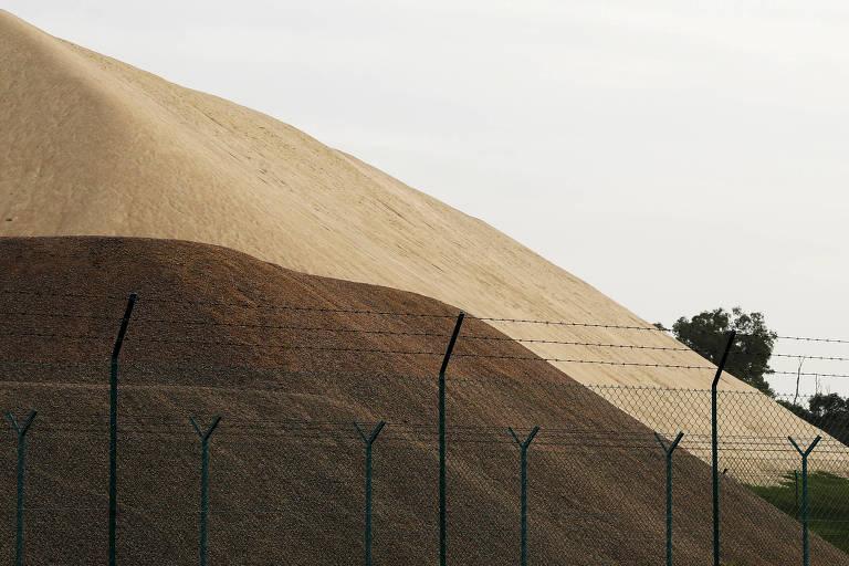 Malásia proíbe exportação de areia para Singapura, dificultando expansão do país