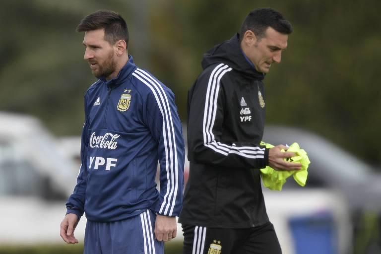 Lionel Messi e Lionel Scaloni durante treino da Argentina
