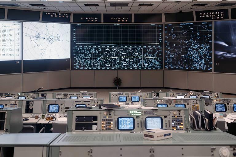 Nasa reproduz até posição de canecas ao restaurar a sala do projeto Apollo