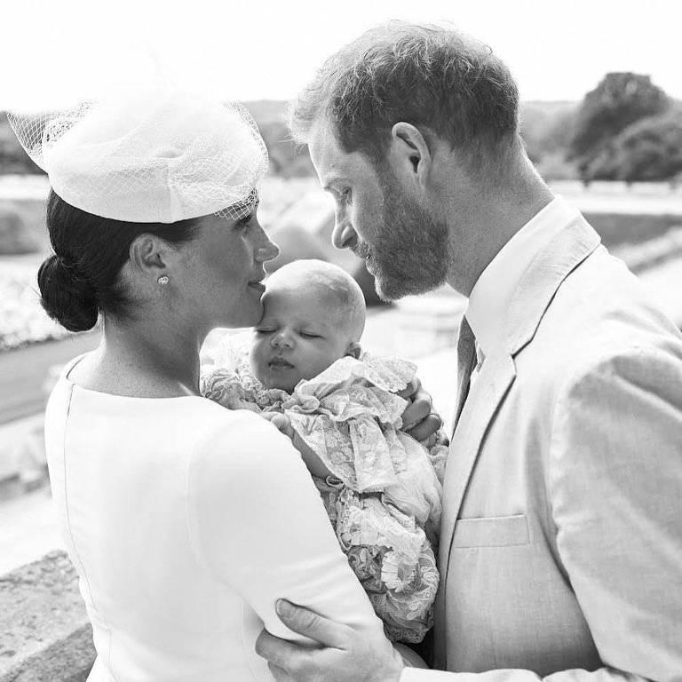 Filho de Meghan Markle e príncipe Harry, Archie é batizado em cerimônia discreta