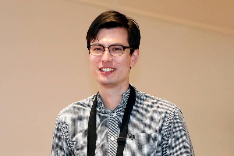 O estudante Alek Sigley, 29, no aeroporto de Pequim, de onde viajaria para o Japão na quinta (4)