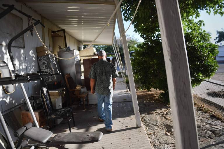 Morador de Ridgecrest, na Califórnia, cuja casa moveu 30 centímetros devido ao terremoto que atingiu a cidade na sexta