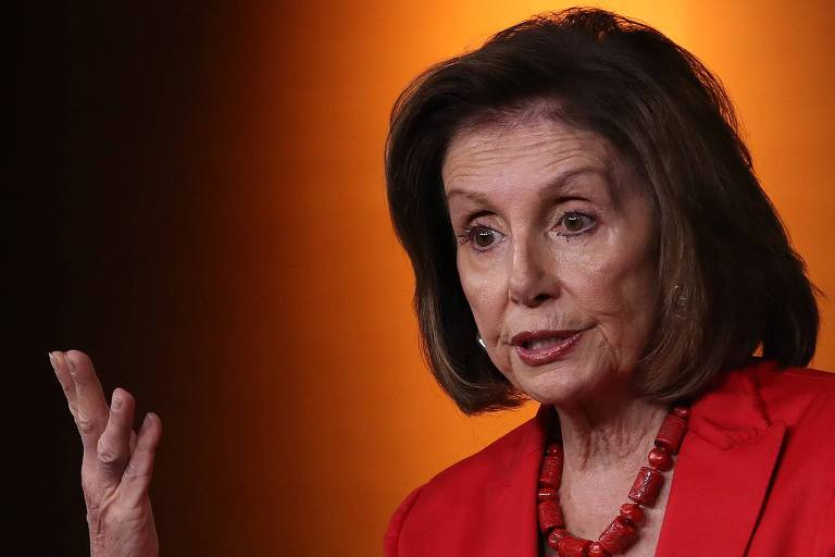A presidente da Câmara dos Deputados dos EUA, a democrata Nancy Pelosi, durante entrevista em Washington