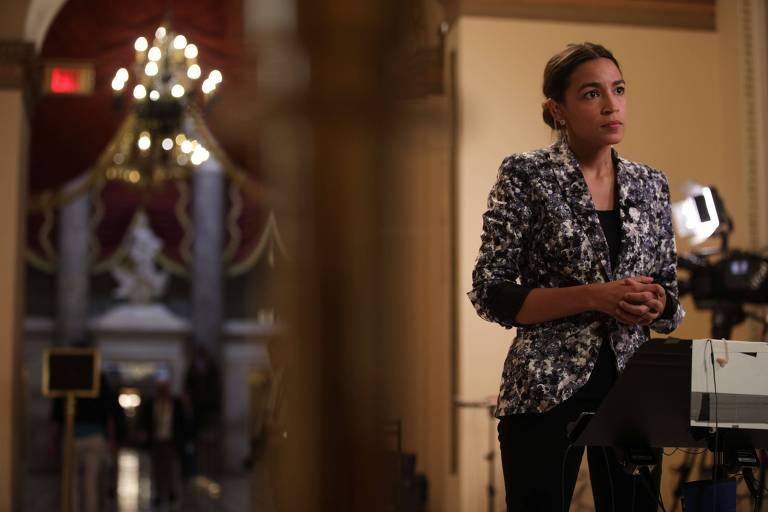 A congressista democrata Alexandria Ocasio-Cortez durante entrevista em Washington