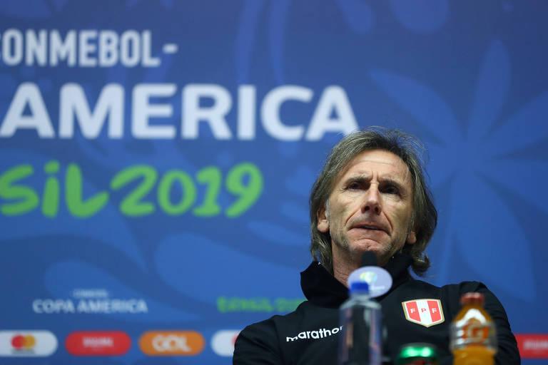 O técnico Ricardo Gareca, da seleção peruana, durante coletiva de imprensa nesta Copa América