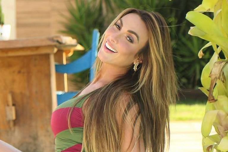 Power Couple Brasil: Nicole Bahls se irrita e atira microfone em transmissão ao vivo