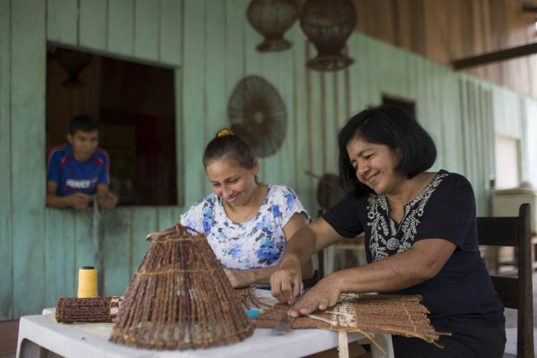 Ribeirinhos vendem artesanato pela internet