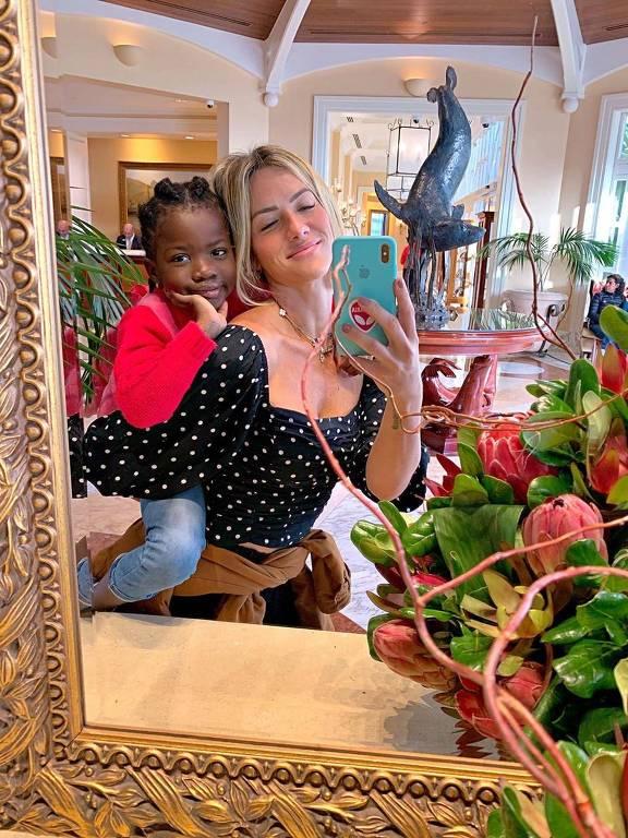Giovanna Ewbank e Titi em selfie