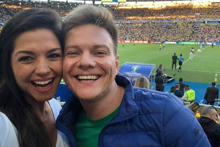 Thais Fersoza e Michel Teló juntos durante a final da Copa América, no Maracanã