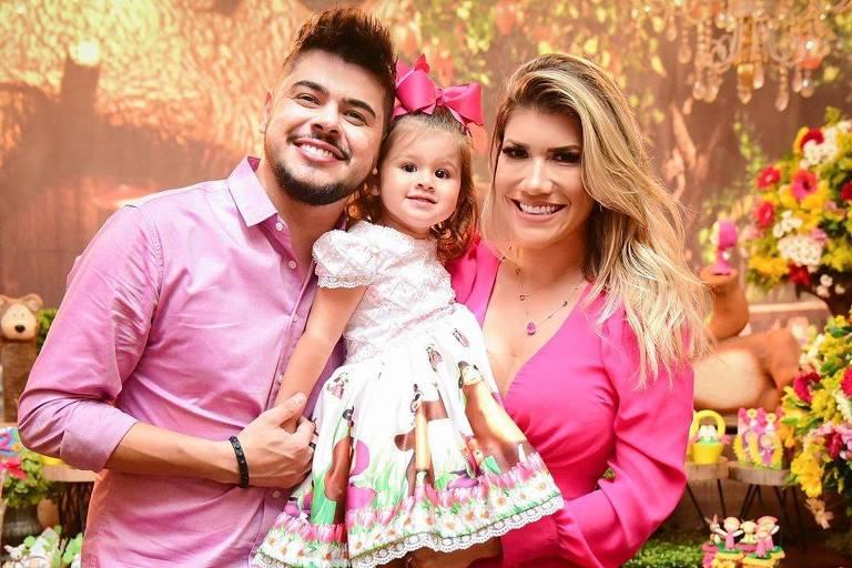 cristiano com mulher e filha