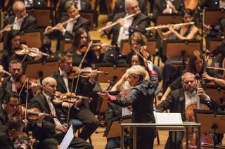 20 anos da Sala Sao Paulo.  Regente  Marin Alsop   rege a 8a sinfonia de Gustav Mahler  com OSESP (Orquestra SInfonica do Estado de Sao Paulo) e Orquestra sinfonica da Universidade