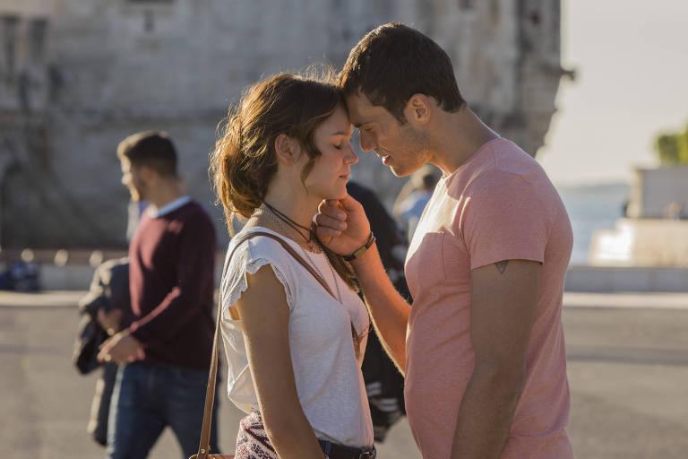 Bia (Joana de Verona) e Edu (Adriano Toloza)