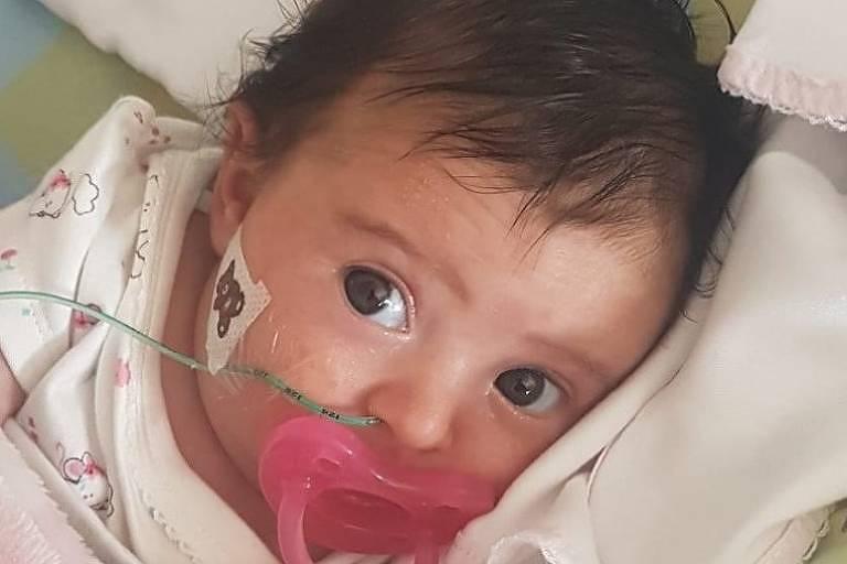 Matilde, uma bebê portuguesa de três meses de idade, portadora de uma doença neurodegenerativa grave