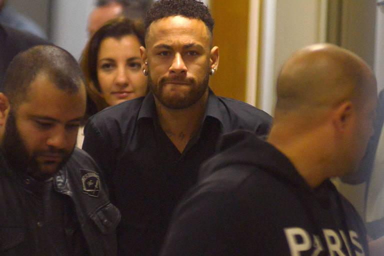 Neymar é acusado de ter estuprado a modelo Najila Trindade em um hotel em Paris. Ele é investigado pela delegada Juliana Bussacos, da 6ª Delegacia de Defesa da Mulher de São Paulo e já prestou depoimento