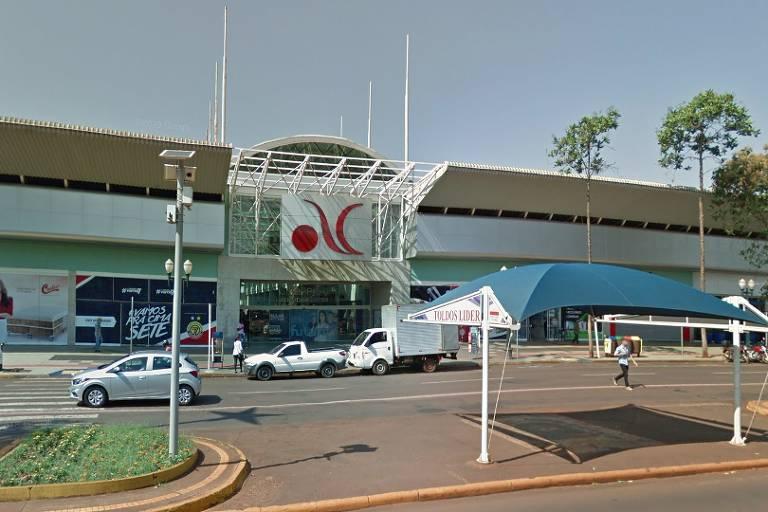 Fachada de shopping na cidade de Dourados, em Mato Grosso do Sul