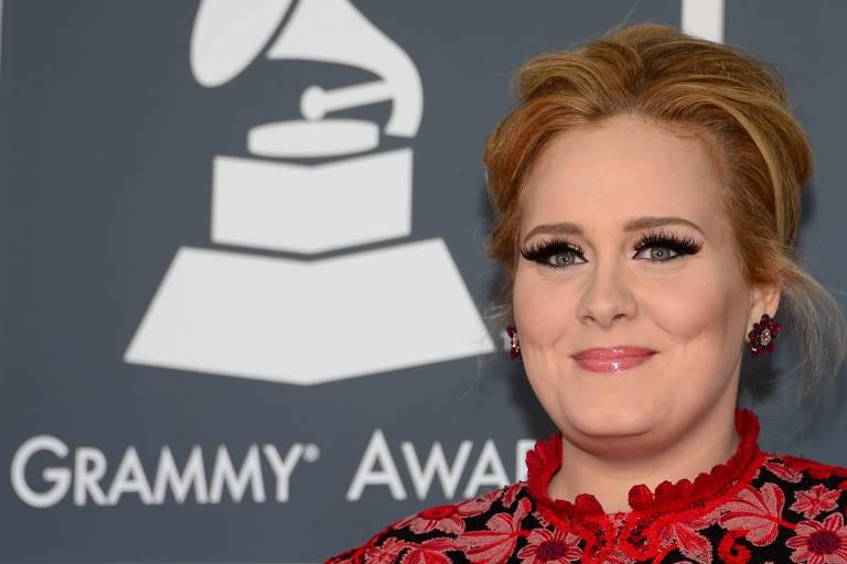 Adele está planejando uma despedida de solteira surpresa para Jennifer Lawrence