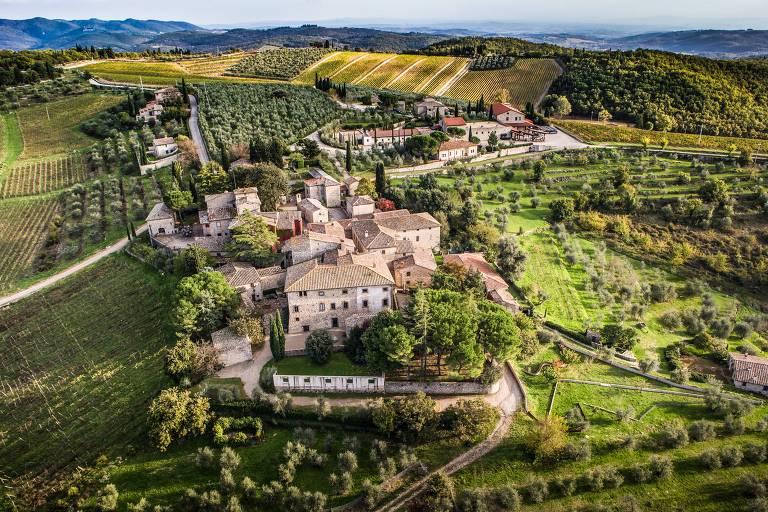 Vila de Ama, com casas construídas do século 12 ao 18