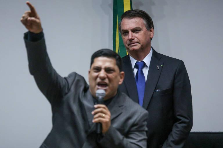 Leitores comentam fala de Bolsonaro sobre vaga evangélica no STF