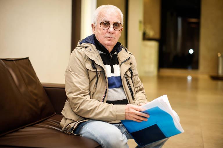 O aposentado Nilton Azeredo conta que, em junho, recebeu uma carta da operadora com a informação de que não prestariam mais o serviço