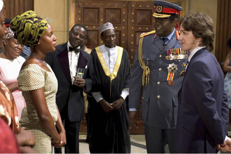 """Kay Amin (Kerry Washington), uma das esposas do ditador Idi Amin (Forest Whitaker, vencedor do Oscar por este longa) e o jovem médico Nicholas Garrigan (James McAvoy) em cena de """"O Último Rei da Escócia"""""""