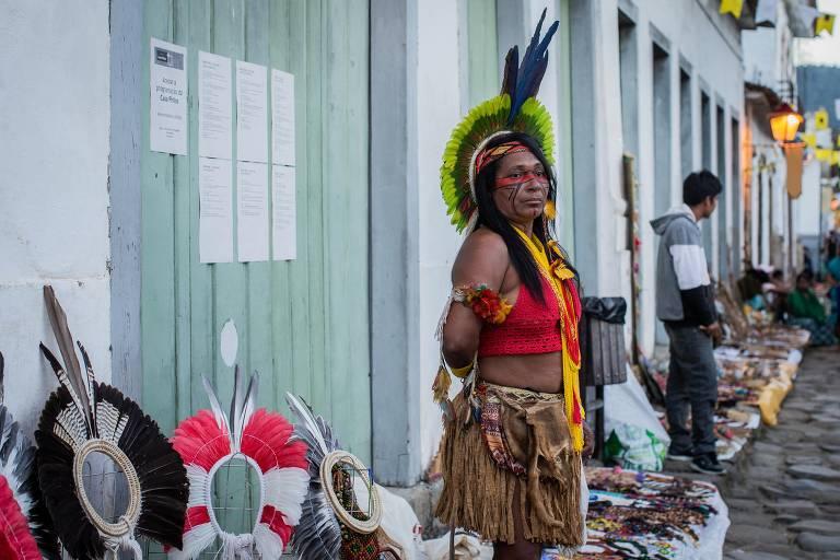 Veja as imagens dos indíos na festa literária de Paraty